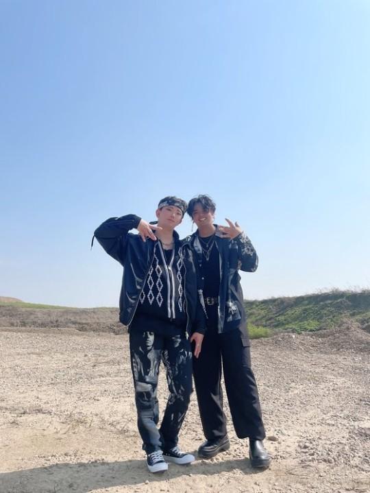 ▲ 유튜브 채널 '빵송국' 세계관에서 출발한 2인조 아이돌 그룹 매드몬스터 (멜론)