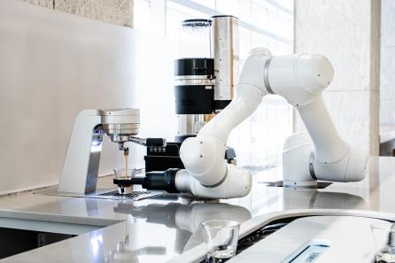 ▲두산로보틱스 협동로봇을 활용한 바리스 에스프레소 제품사진.  (사진제공=두산)