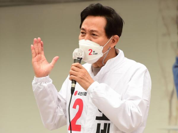 ▲오세훈 국민의힘 서울시장 후보가 2일 오후 서울 마포구 상암동DMC 인근에서 연설하고 있다. (국회사진취재단)