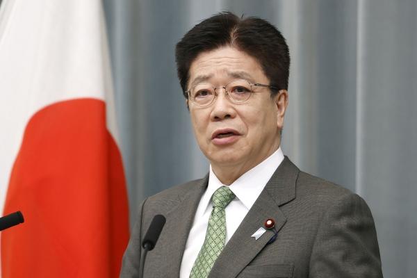 ▲가토 가쓰노부 일본 관방장관이 6일 각의를 마친 후 기자회견을 하고 있다. 도쿄/AP뉴시스
