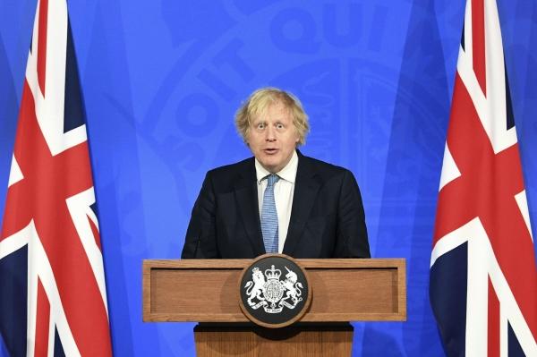 ▲보리스 존슨 영국 총리가 5일(현지시간) 런던 다우닝가에서 신종 코로나바이러스 감염증(코로나19) 대응에 관해 화상 기자회견을 하고 있다. 런던/AP연합뉴스