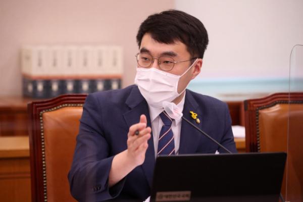 """▲김남국 의원은 12일 자신의 페이스북을 통해 """"에펨코리아 커뮤니티 유저 여러분을 찾아뵈려고 한다""""는 내용의 글을 올렸다. (뉴시스)"""