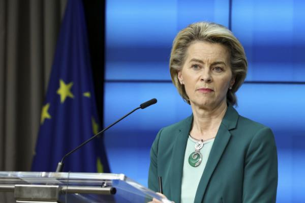 ▲우르줄라 폰데어라이엔 유럽연합(EU) 집행위원장이 벨기에 브뤼셀 EU 청사에서 기자회견을 하고 있다. 브뤼셀/AP뉴시스