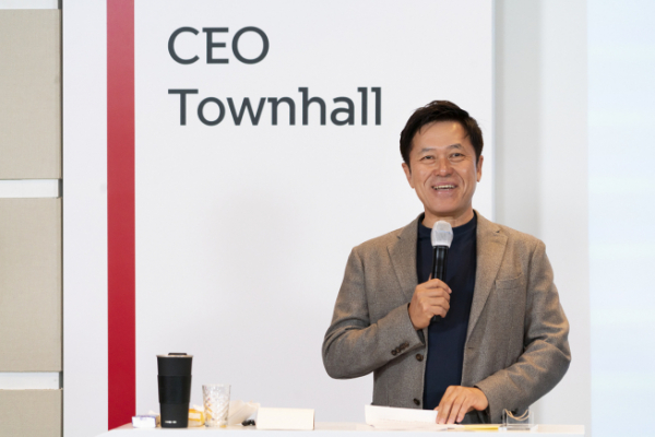 ▲박정호 SKT 사장이 14일 온라인 타운홀 행사에서 회사 분할의 취지와 비전을 설명하고 있다.