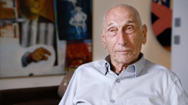 """▲스테판 에들러는 뉴욕 예술계의 거물 컬렉터로 1965년부터 부터 미술품 수집을 해왔다. 그는 """"미술품 거래가 사실상 부동산과 다름없다"""" 말하면서도, 남다른 안목으로 예술이란 무엇인지에 관한 철학적 질문을 던진다. (HBO)"""