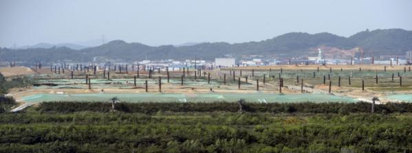 ▲인천 서구 오류동 경인항 통합운영센터 전망대에서 바라본 수도권쓰레기매립지의 모습. (뉴시스)