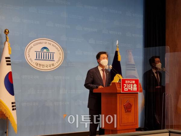 ▲김태흠 국민의힘 의원이 18일 오전 국회 소통관에서 원내대표 출마 선언을 하고 있다. (박준상 기자 jooooon@)