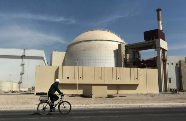 ▲이란 부셰르주에 소재한 원자력 발전소 전경. 18일(현지시간) 오전 이란 남부 부셰르주 게노베 항구 인근에서 규모 5.9 지진이 발생했다. 이란 정부는 지진과 관련한 원전 피해는 없다고 밝혔다. AP뉴시스
