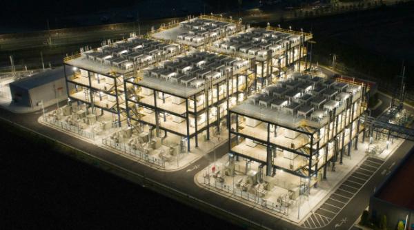 ▲두산퓨얼셀이 연료전지 주기기 114대를 공급한 대산 수소연료전지발전소. 부생수소를 활용한 세계 최초·최대 연료전지발전소다. (사진제공=두산그룹)