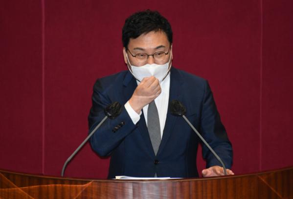 ▲무소속 이상직 의원이 21일 서울 여의도 국회에서 열린 본회의에서 본인의 체포동의안에 대해 신상발언하고 있다.   (연합뉴스)