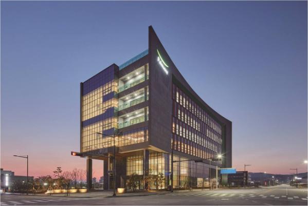 ▲아름다운 건출물로 선정된 SGC이테크건설이 시공한 '풀무원 오송연구소' 전경(사진제공=SGC이테크건설)