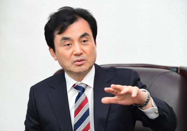 ▲안규백 더불어민주당 의원이 21일 서울 여의도 의원회관에서 이투데이와 인터뷰를 하고 있다. 고이란 기자 photoeran@