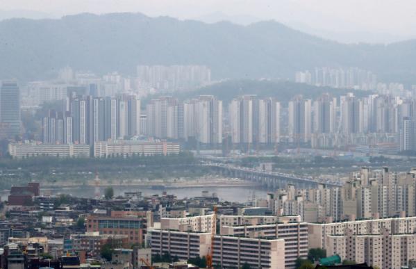 ▲문재인 정부 4년간 서울 아파트값은 87% 오른 것으로 나타났다. 역대 정부와 비교해 최대 상승률이다. 서울 아파트 단지들 모습. (뉴시스)