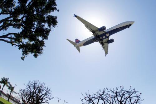 ▲미국 델타항공 여객기가 지난달 7일(현지시간) 하늘을 날고 있다. 로스앤젤레스/로이터연합뉴스
