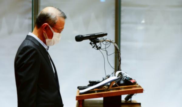 ▲홍원식 남양유업 전 회장이 대국민 사과와 함께 경영 일선에게 물러나겠다고 발표하고 있다. (연합뉴스)