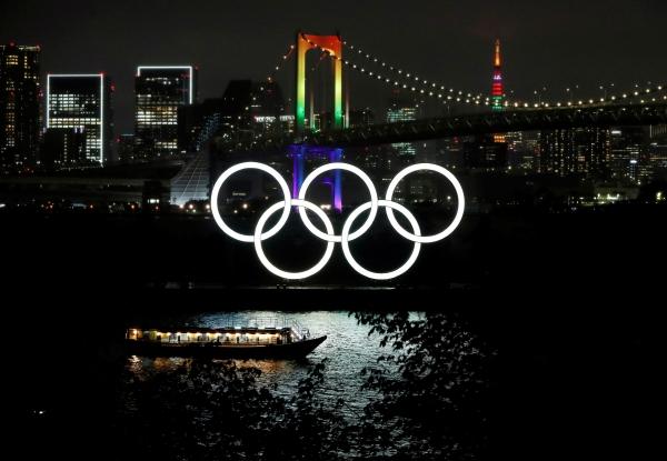 ▲ 일본 도쿄의 미나토구에 있는 레인보우 브리지와 도쿄 타워에 올림픽 색상의 조명이 투영되고 있다. 도쿄/로이터연합뉴스