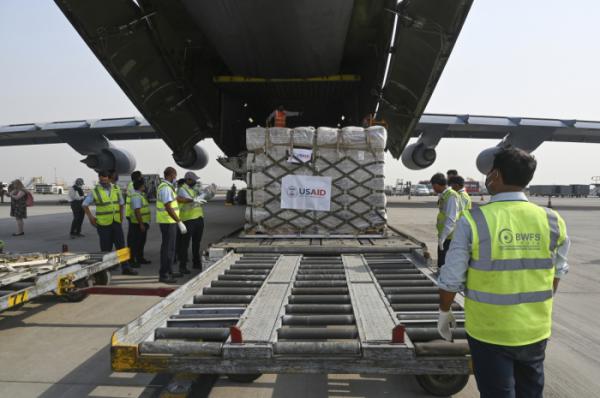 ▲미국의 코로나19 대응 지원 물품이 지난달 30일 인도 뉴델리의 인디라 간디 국제공항 화물터미널에 도착했다. (AP/뉴시스)
