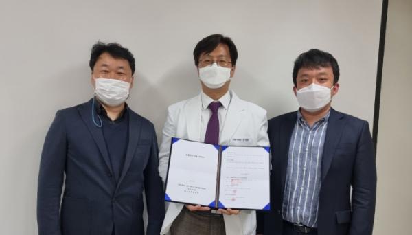 ▲왼쪽부터 김완규 카이팜 대표, 전대원 한양대 교수, 강석모 키프론바이오 이사 (사진제공=키프론바이오)
