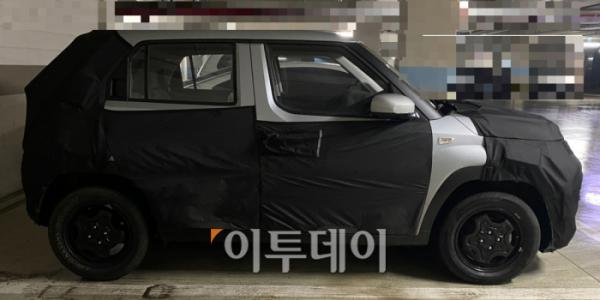 ▲현대차가 막바지 개발 중인 경형 SUV는 코나와 베뉴처럼 5홀(PCD 114.3) 구조의 휠이 아닌 4홀(PCD 100) 구조의 알루미늄 휠을 장착한다. 이미 단종된 기아 스토닉처럼 언더보디의 기본 메커니즘은 경차다.  (이투데이DB)