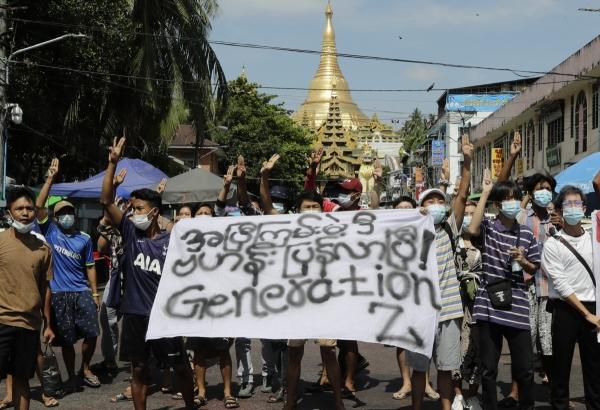 ▲미얀마 쿠데타 시위대가 9일(현지시간) 양곤에서 집회에 참석하고 있다. 양곤/EPA연합뉴스