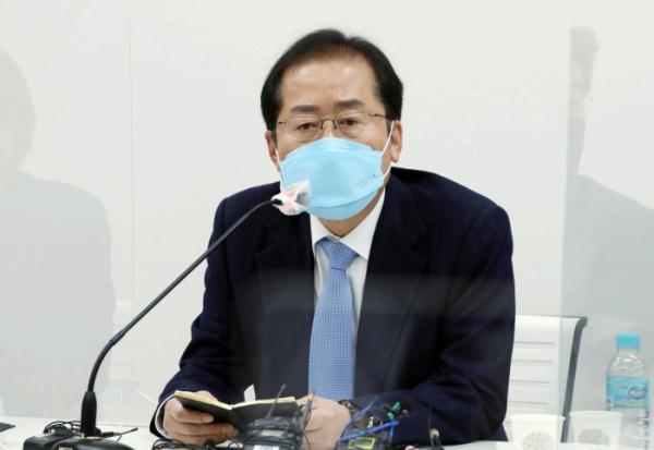 ▲무소속 홍준표 의원이 지난 3월 18일 서울 마포구 한 빌딩에서 열린 마포포럼 강사로 참석해 '꿈꾸는 대한민국'이라는 주제로 강연하고 있다. (국회사진기자단)