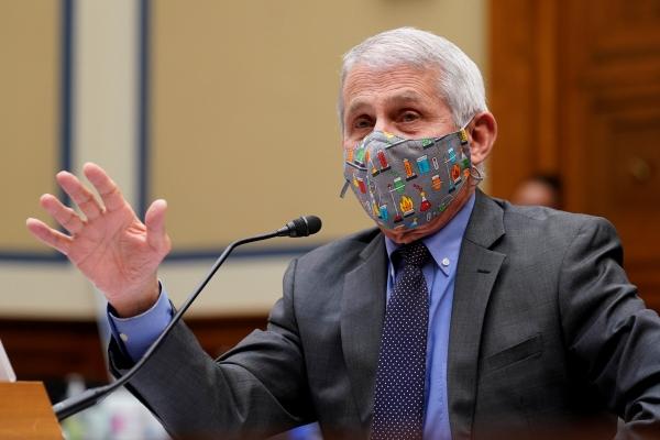 ▲앤서니 파우치 미국 국립알레르기·전염병연구소(NIAID) 소장이 지난달 15일 워싱턴DC 하원 소위원회에서 신종 코로나바이러스 감염증(코로나19) 대응에 대해 증언하고 있다.  워싱턴/로이터연합뉴스