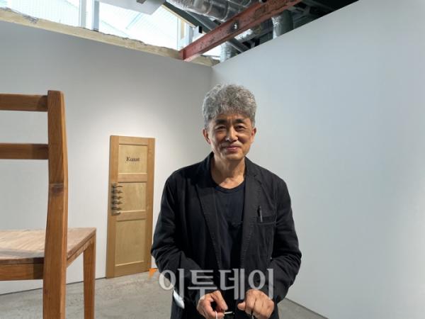 ▲13일 국제갤러리 부산점에서 만난 안규철 작가.  (부산=김소희 기자 ksh@)