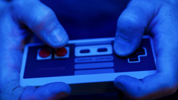 ▲콘솔의 시대가 저물고 모바일·디지털 시대가 왔지만, 그 시절 게임의 유산은 현재의 게임에도 여전히 영향을 미치고 있다. (넷플릭스)