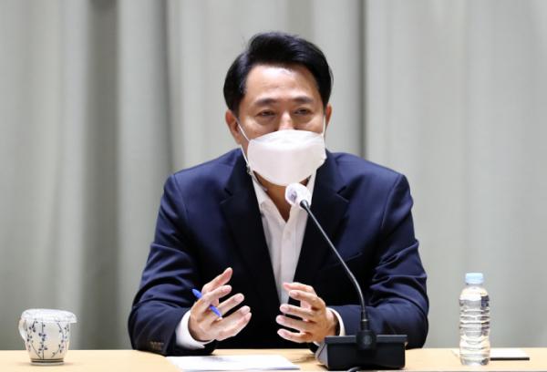 ▲오세훈 서울시장이 지난달 17일 취임 한 달을 맞아 기자간담회에 참석한 모습.  (뉴시스)