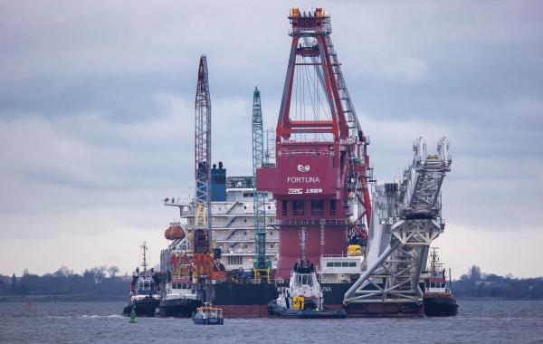 ▲러시아 파이프라인 선박이 1월 14일(현지시간) 노드스트림2 건설 작업을 위해 독일 비스마르항에 정박해 있다. 비스마르/AP연합뉴스