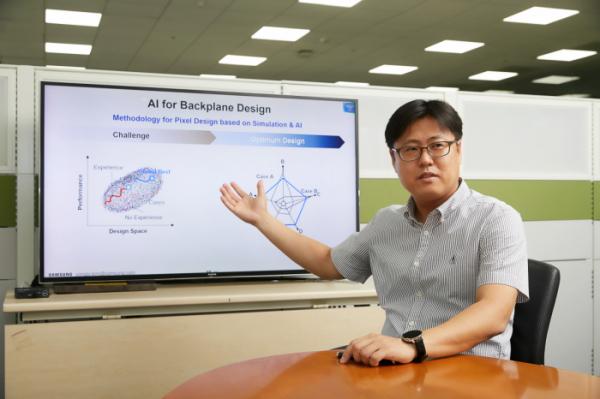 ▲김용조 상무가 패널 설계시 AI 기술 활용에 대해 설명하는 모습 (사진제공=삼성디스플레이)
