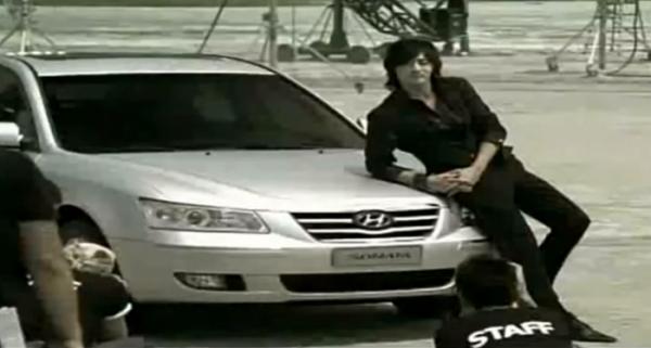 ▲현대차가 국내 광고에 톱스타를 앞세운 건 2005년 NF쏘나타 론칭 때 배우 장동건이 등장한 게 마지막이다. 이후 장동건은 YF쏘나타 1호차 주인공이 됐으나 광고모델은 아니었다.  (출처=현대차 광고영상 캡처)