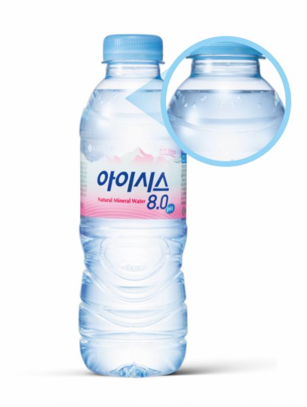 ▲점자가 적용된 '아이시스' 생수 (롯데칠성음료)
