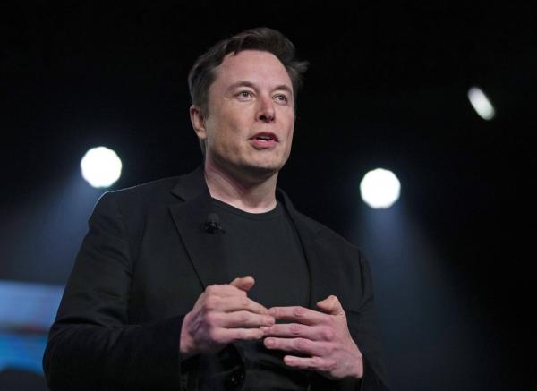 ▲일론 머스크 테슬라 최고경영자(CEO)가 2019년 3월 캘리포니아주 호손에 있는 테슬라 디자인 스튜디오에서 신차 발표를 하고 있다. 호손/AP뉴시스 (AP/뉴시스)