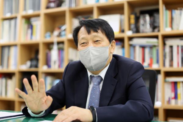 ▲이성 구로구청장이 지난달 31일 이투데이와의 인터뷰에서 구로 현안에 대한 의견을 밝혔다. 임기 마지막 날까지 최선을 다하겠다고 강조했다. (사진제공=구로구)