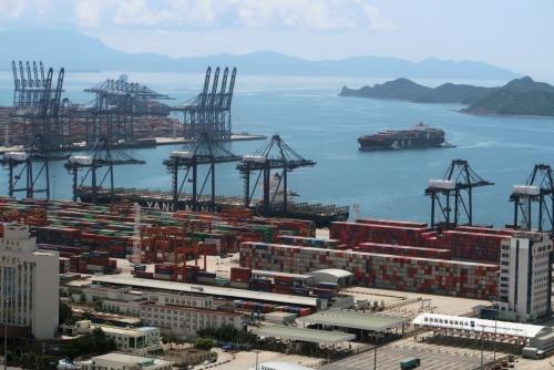 ▲중국 선전 옌톈항에 컨테이너를 실은 화물선들이 보인다. 선전/로이터연합뉴스