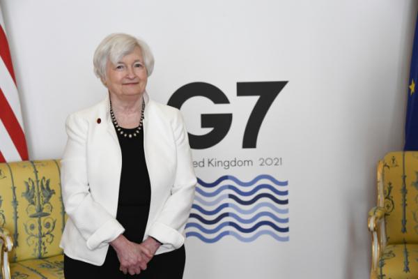 ▲재닛 옐런 미국 재무장관이 5일(현지시간) 주요7개국(G7) 재무장관 회의 참석차 영국을 방문한 가운데 런던의 랭커스터 하우스에서 기념사진을 촬영하고 있다. 런던/AP뉴시스