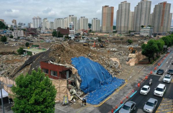 ▲11일 광주 학동 재개발지역 철거건물 붕괴 사고 조사가 진행되고 있다. (연합뉴스)