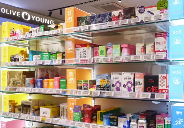 ▲올리브영 명동 플래그십 매장에 기능별 건강기능식품이 진열돼있다. (CJ올리브영)