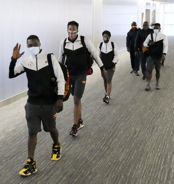▲우간다 올림픽 대표팀이 19일 일본 나리타 공항을 빠져나가고 있다. 도쿄/로이터연합뉴스