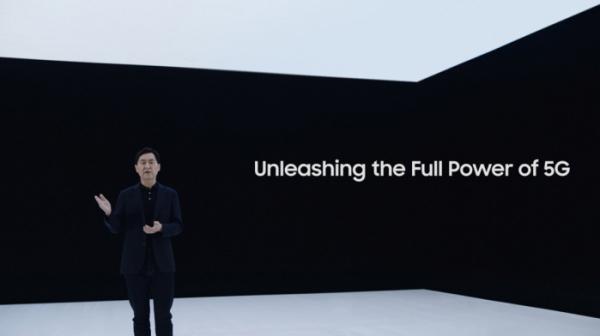 ▲22일(한국시간) '삼성 네트워크 : 통신을 재정의하다' 행사에서 삼성전자 네트워크사업부장 전경훈 사장이 신규 5G 솔루션을 소개하는 모습  (사진제공=삼성전자)