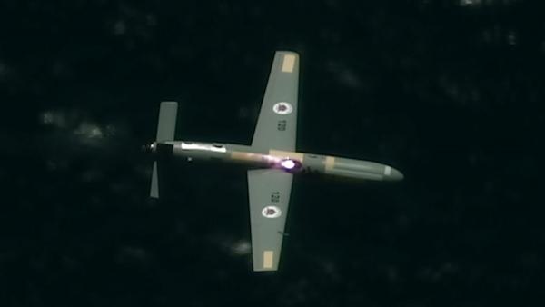 ▲이스라엘군은 21일(현지시간) 공중에서 발사되는 고출력 레이저로 드론을 격추하는 실험에 성공했다고 발표하며 관련 사진을 공개했다. AP연합뉴스