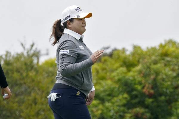 ▲박인비가 3일(현지시간) 미 캘리포니아주 샌프란시스코의 더 올림픽 클럽에서 열린 미국여자프로골프(LPGA) 투어 US여자오픈 첫날 1번 그린에서 버디를 잡고 갤러리에 인사하고 있다. 샌프란시스코/AP뉴시스