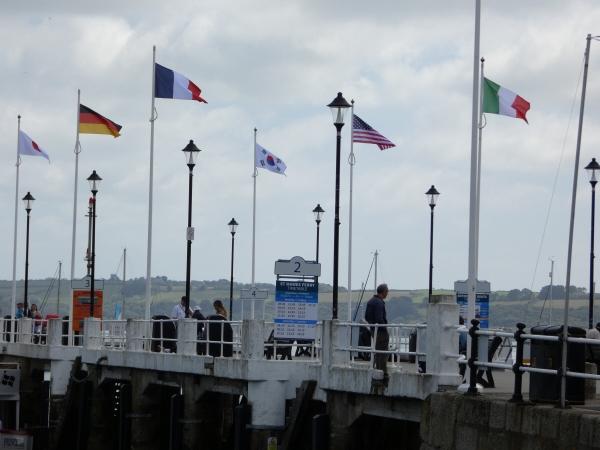 ▲12일(현지시간) 주요 7개국(G7) 정상회의가 열리고 있는 영국 콘월의 팰머스 부두에 태극기가 다른 참석 국가들 국기와 함께 바람에 휘날리고 있다. 콘월/뉴시스