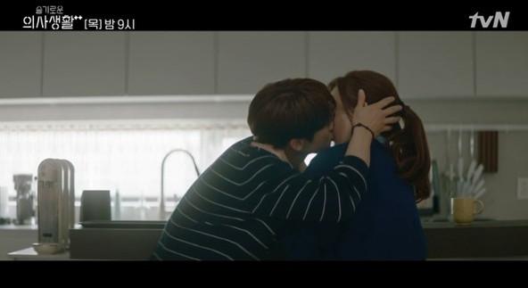 ▲'슬의생2' 유연석-신현빈 (출처=tvN '슬기로운 의사생활2' 캡처)