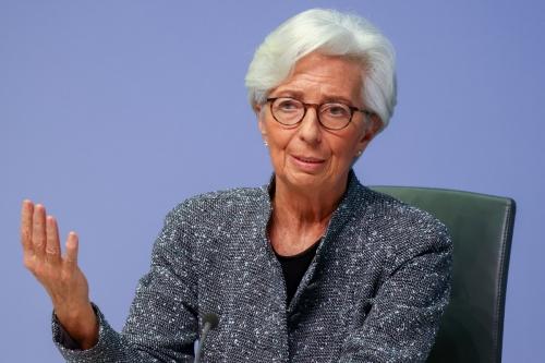 ▲크리스틴 라가르드 유럽중앙은행(ECB) 총재가 지난해 3월 독일 프랑크푸르트에서 열린 통화정책회의 이후 발언하고 있다. 프랑크푸르트/로이터연합뉴스
