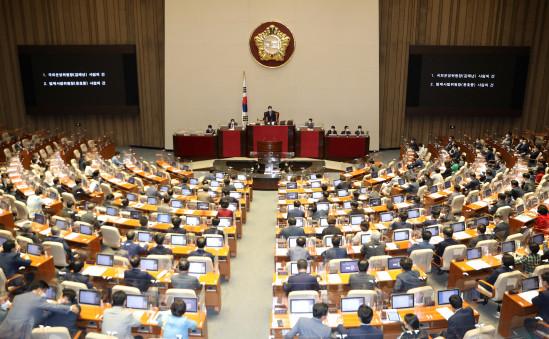 ▲23일 저녁 서울 여의도 국회에서 제389회 국회(임시회) 제2차 본회의가 열리고 있다. (연합뉴스)