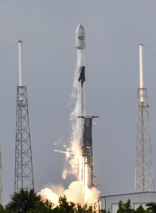 ▲테슬라 최고경영자 일론 머스크가 이끄는 우주탐사 기업 스페이스X의 팰콘9 로켓이 6월 30일(현지시간) 플로리다주 케이프커내버럴 공군기지에서 발사되고 있다. 케이프커내버럴/AP연합뉴스