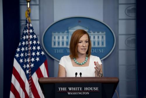 ▲젠 사키 미국 백악관 대변인이 26일(현지시간) 브리핑룸에서 질문에 답하고 있다. 워싱턴D.C./EPA연합뉴스