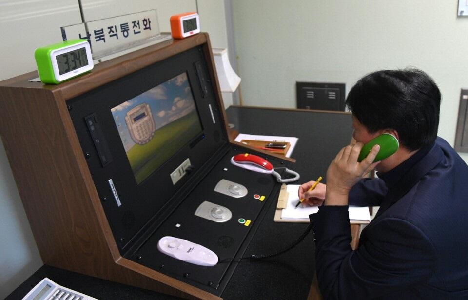 남북 통신연락선 오전 10시 전격 복원...북한 일방 단절 13개월 만
